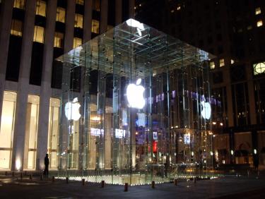 アップル・キューブ・ストアが2倍の広さになってリニューアルオープ