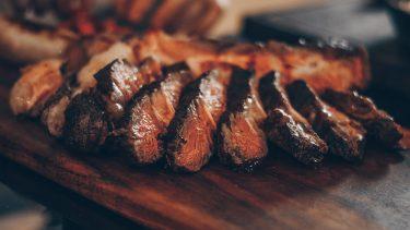赤肉を食べることで健康上のリスクがあるという通説は疑わしい?
