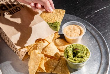 Chipotleが、4日間無料でチップス & グアカモーレを提供