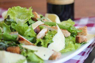 大腸菌汚染の可能性のあるサラダ商品のリコール対象数が大幅に削減