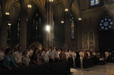 聖パトリック大聖堂でクリスマスを祝うニューヨーカー