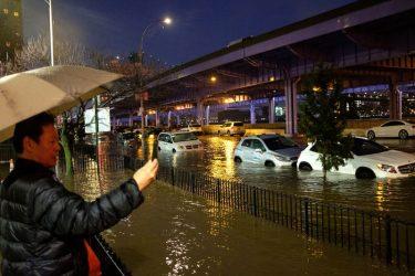 ローアーイーストサイドで水道管が破裂し大洪水