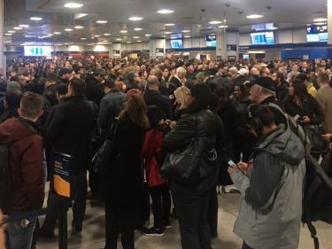 ニュージャージー・トランジットの信号トラブルのため、ペン駅で危険なほどの混雑