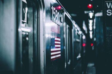 ニューヨークの地下鉄が、夜間閉鎖に