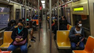 ニューヨーク地下鉄でのマスク着用問題はどうなる?