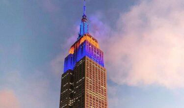 エンパイア・ステート・ビルディングが、MLBの開幕日を祝ってメッツカラーにライトアップ
