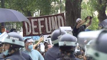 ニューヨーク市警察から10億ドルの予算削減