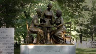 セントラルパークに初の実在した女性の銅像