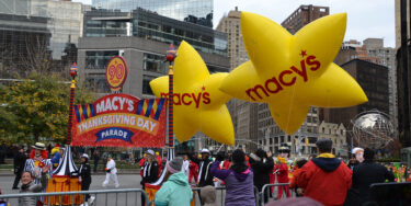毎年恒例のメイシーズの感謝祭パレードは諦めない