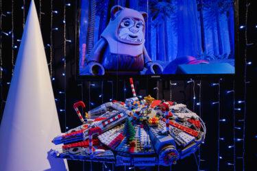 エンパイア・ステート・ビルディングのホリデー・ウィンドウディスプレイは「スターウォーズ」のレゴ