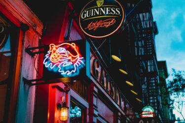 ニューヨーク州のバー、レストラン、ジムが10:00PM以降は営業禁止