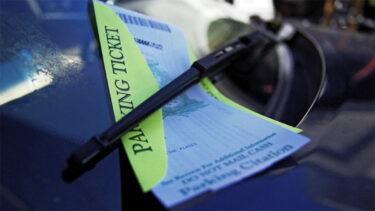 危険な違法駐車を報告すると罰金の一部が受け取れるようになる?!