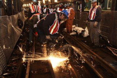 地下鉄トンネル工事のため、12月26日から1月4日の9日間、EとMラインがルート変更