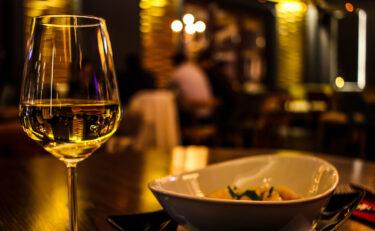 ニューヨーク市内の屋内飲食が月曜日から再閉鎖