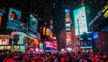 タイムズスクエアの大晦日の紙吹雪に願い事を