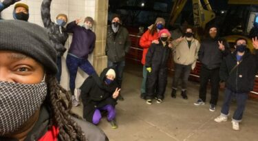 地下鉄から帰宅までの道の安全を提供する、新ボランティアグループ「SafeWalksNYC」