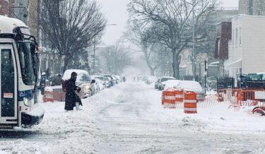 ニューヨークに大規模な吹雪到来。交通機関が大幅に制限