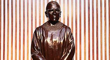 女性史月間を記念してギンズバーグの銅像が、彼女の誕生日に公開
